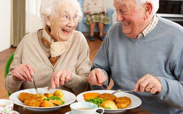 Как правильно питаться пожилым людям?
