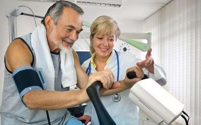 Реабилитация после инфаркта. Как не дать болезни победить пожилого человека