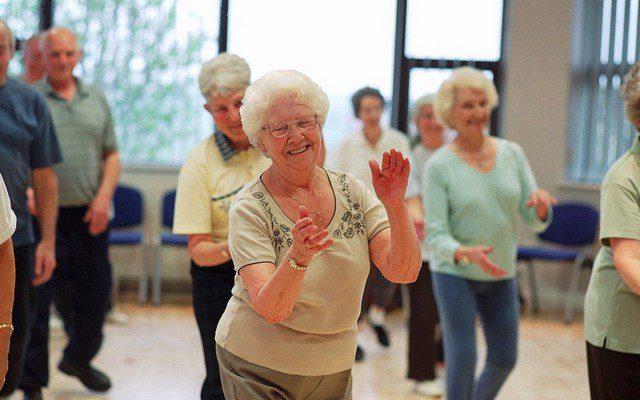 Досуг пожилых людей. Старость – не болезнь, проводить ее нужно активно