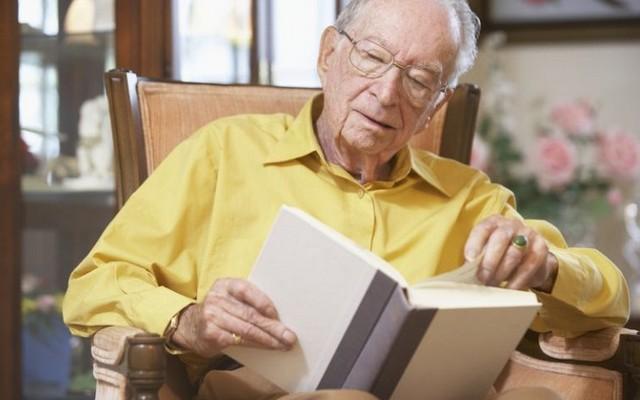 О пользе чтения для пожилых людей. Как отодвинуть старость с помощью книг