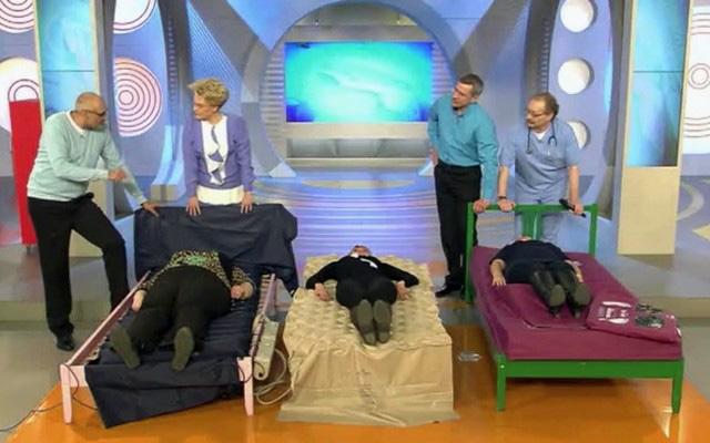 Эффективная помощь лежачим пациентам: как выбрать противопролежневый матрас