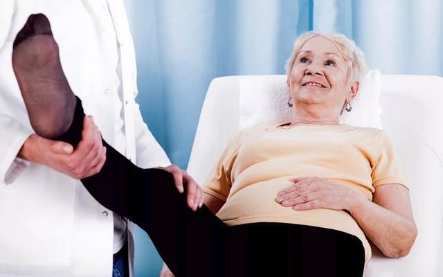 Перелом шейки бедра у пожилых людей: симптоматика и лечение