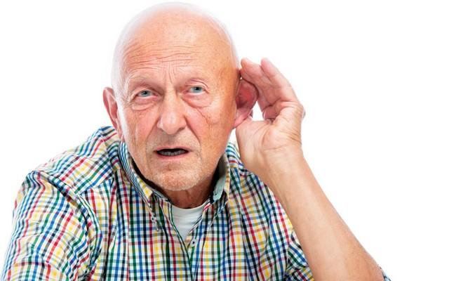 Тугоухость – не приговор в преклонном возрасте. Как выбрать слуховой аппарат для пожилых людей