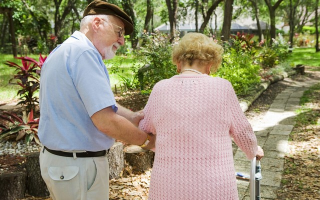 Как предотвратить возрастную хрупкость костей и переломы
