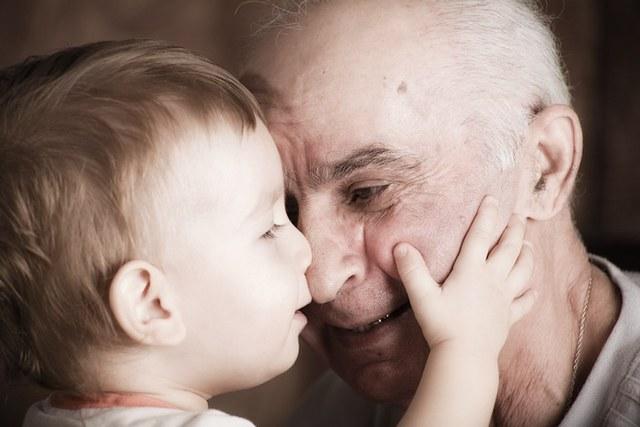 Как убедить пожилого человека мыться и носить свежую одежду