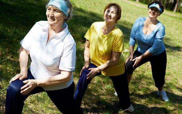 4 упражнения, которые улучшают равновесие и координацию у пожилых людей