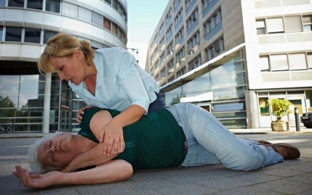 Что нужно проверить, если пожилой человек упал