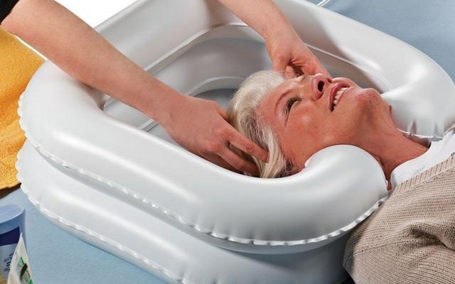 Просто, легко и чисто: как и чем помыть лежачего больного в кровати