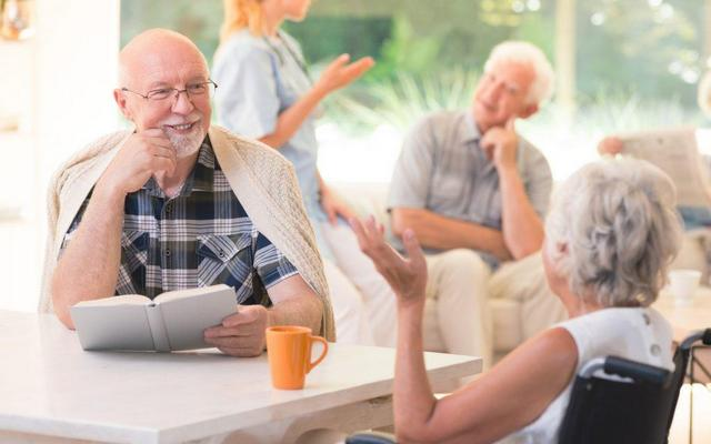 Как помочь пожилому человеку привыкнуть к дому престарелых (пансионату)