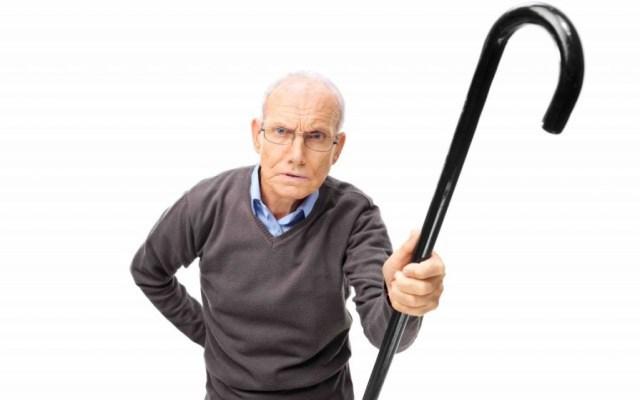 Причины неадекватного поведения больного деменцией