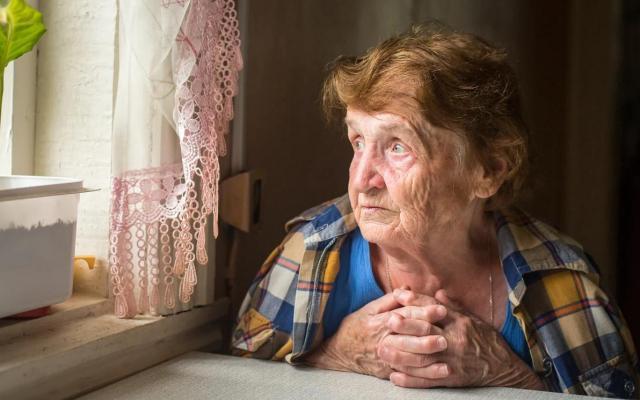 10 признаков того, что пожилого человека нельзя оставлять одного дома
