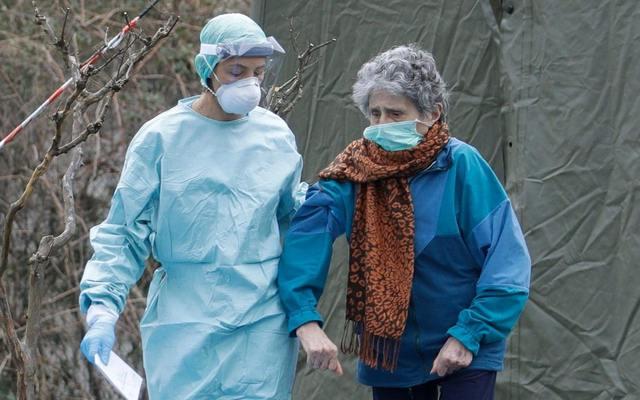 Уход за пожилыми людьми во время пандемии COVID-19