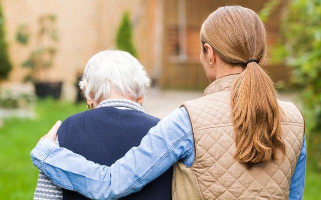 Что делать, если пожилой человек уходит из дома и теряется