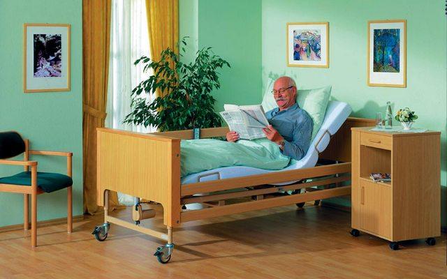 Правила выбора кровати для лежачего пожилого человека